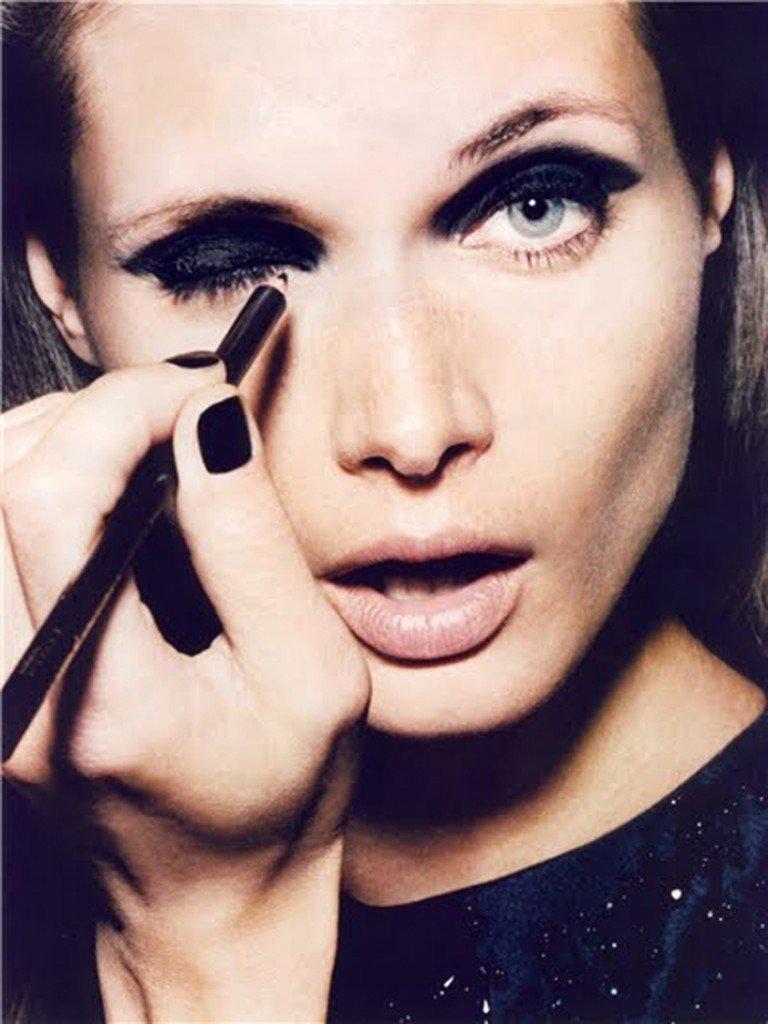 Makeup pentru ochii deschisi la culoare