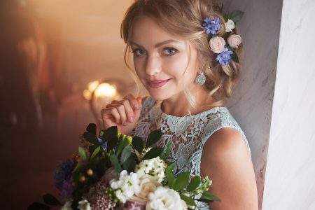Coafuri de mireasa cu flori – o tendinta in acest an